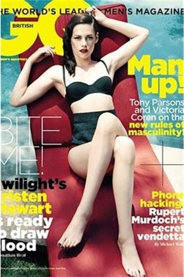Kristen Stewart iki derginin birden kapağında